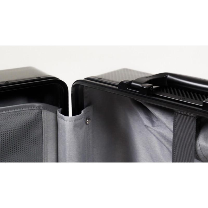 Карбоновый чемодан глянцевый черный